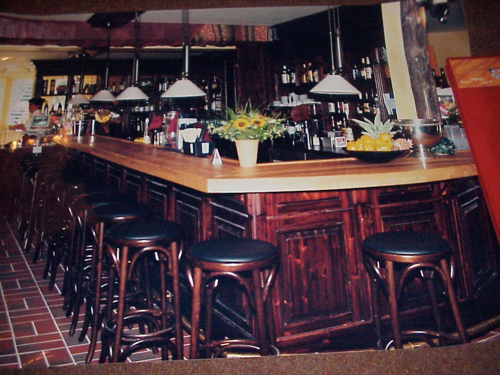 1996-the-locks-bar